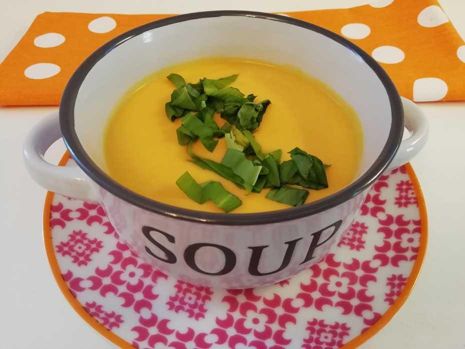 Karotten Kokos Suppe-vegan & vegetarisch - Restaurant Bunt Wien